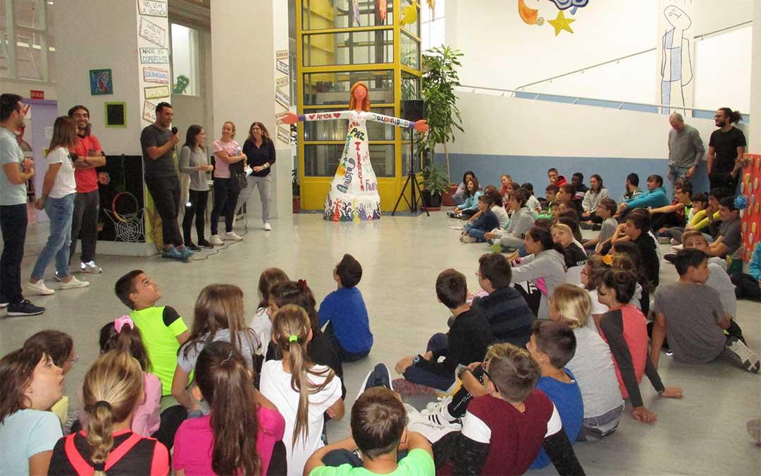 Alumnos del colegio Gloria Fuertes de Andorra y del Odón de Buen de Zuera./ Colegio Gloria Fuertes
