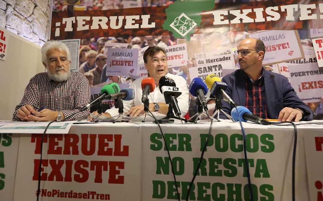 Manolo Gimeno, Tomás Guitarte y Joaquiín Egea, este miércoles, en la presentación del programa electoral / Javier Escriche