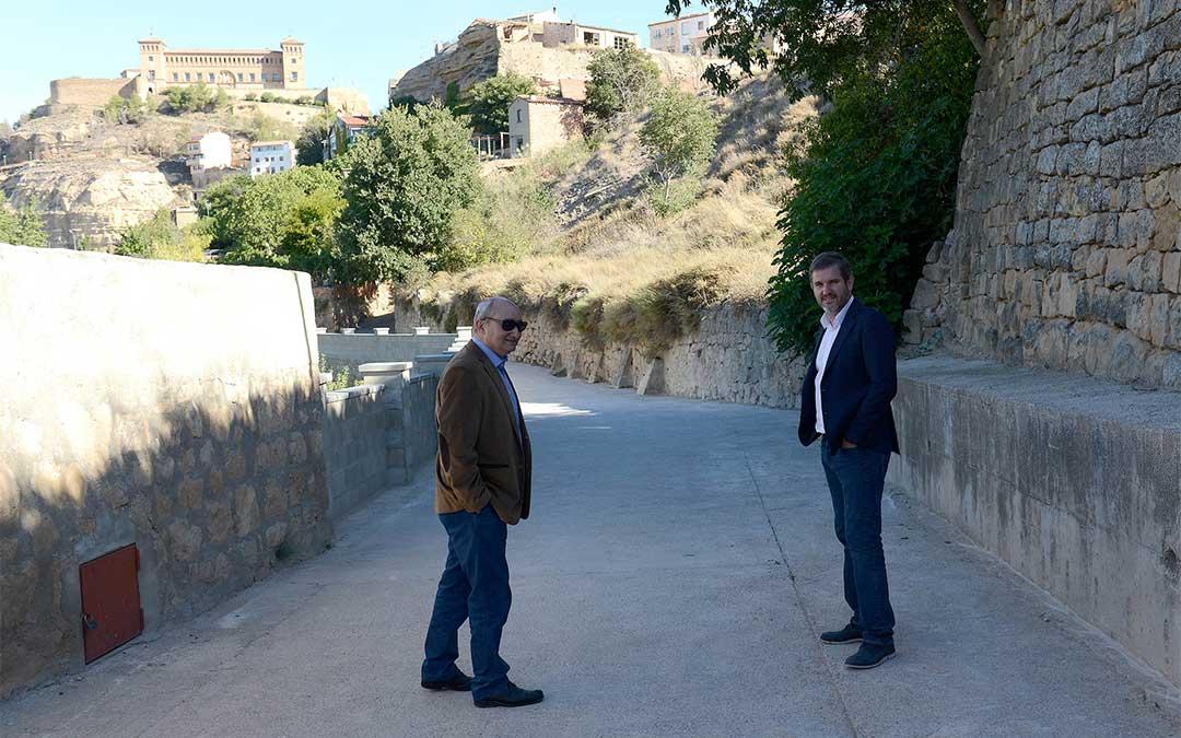 Ignacio Urquizu y Javier Baigorri han visitado este semana los trabajos terminados en el 'Cantón de la Loba' de Alcañiz.