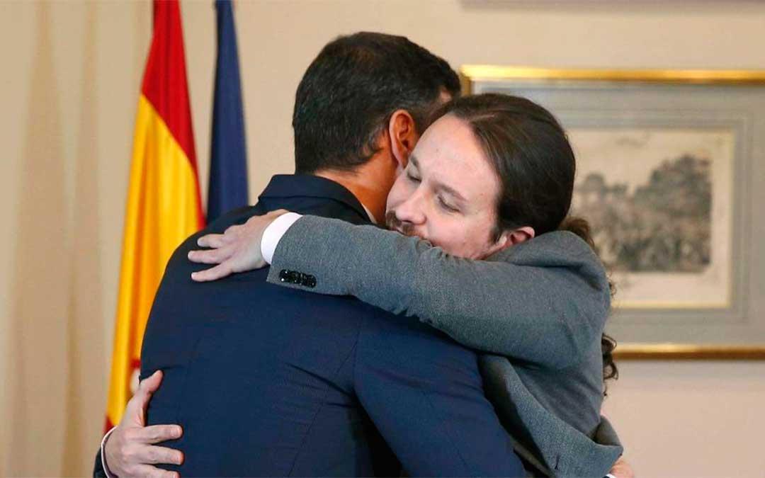 Los líderes se han fundido en un abrazo que se ha hecho viral
