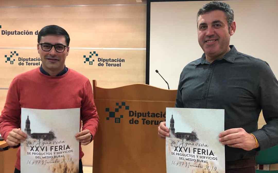 El alcalde de Aguaviva, Aitor Clemente, y el diputado provincial de ferias, Antonio Pérez, este martes en Teruel. DPT