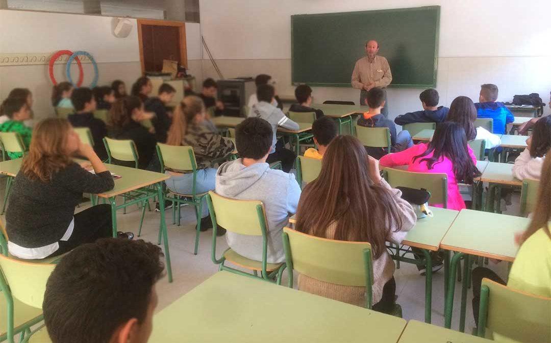 El alabastro entra en las aulas del IES Laín Entralgo con sus artistas