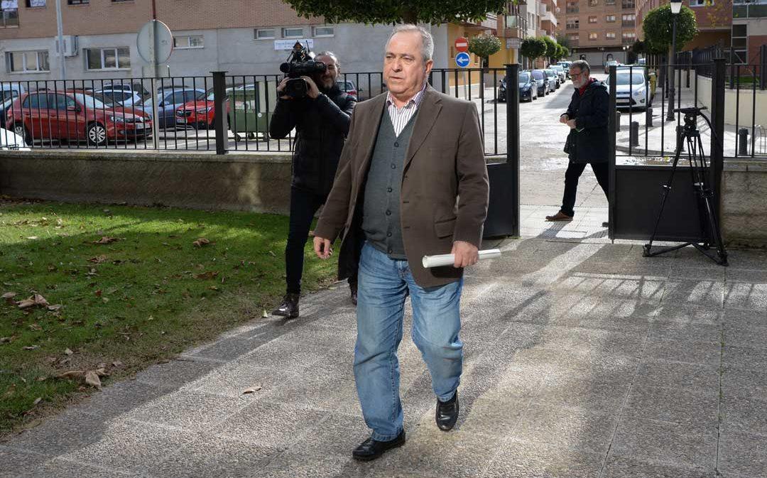 La jueza deja en libertad al alcalde de Escucha con una orden de alejamiento de la denunciante