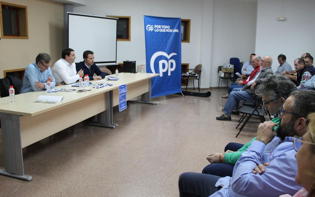 Joaquín Juste, Miguel Ángel Estevan y Alberto Herrero, en el encuentro con el sector agrícola y cooperativista. / B. Severino