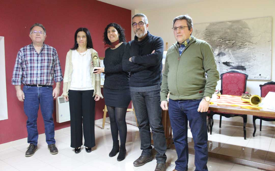 Sandra Prats hizo entrega del Premio Sol Mayor a cuatro integrantes de La Ronda de Boltaña. / B. Severino