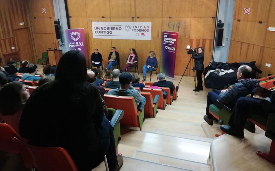 Acto de Unidas Podemos en Andorra con las candidatas al Congreso y Senado, Mª Ángeles Manzano, Carmen Mesa y Anabel Gimeno, y el concejal de IU, David Villanueva./ Unidas Podemos