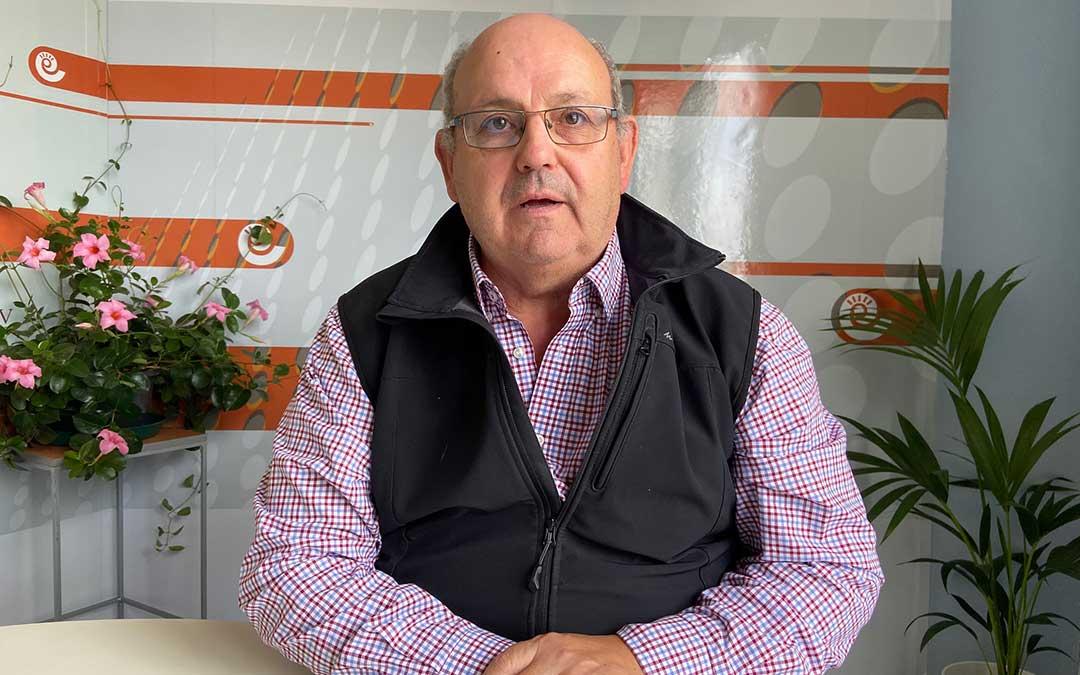 Antón Borraz en el estudio de Radio La Comarca hace unos meses./ A.M.