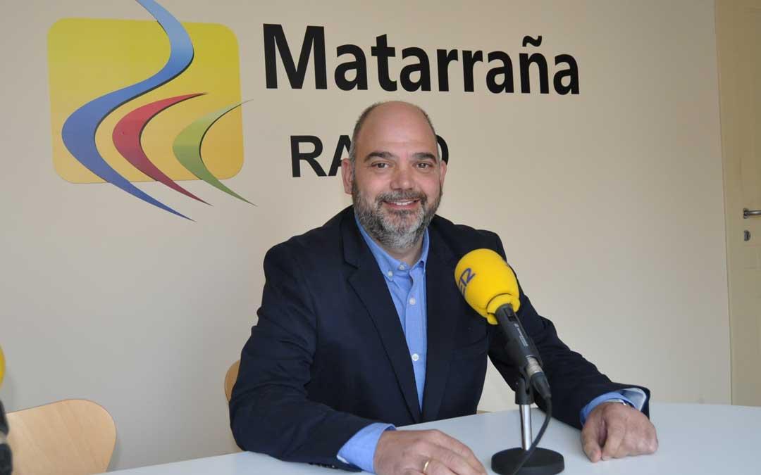 Antonio Santa Isabel, presidente de la Cámara de Comercio de Teruel, durante una entrevista en Matarraña Radio.