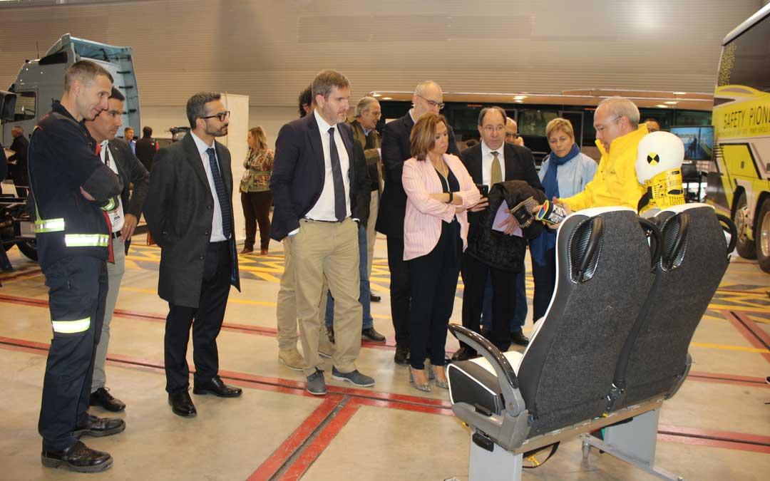 La consejera de Presidencia, el alcalde y otros representantes institucionales conociendo de primera mano la jornada / L. Castel
