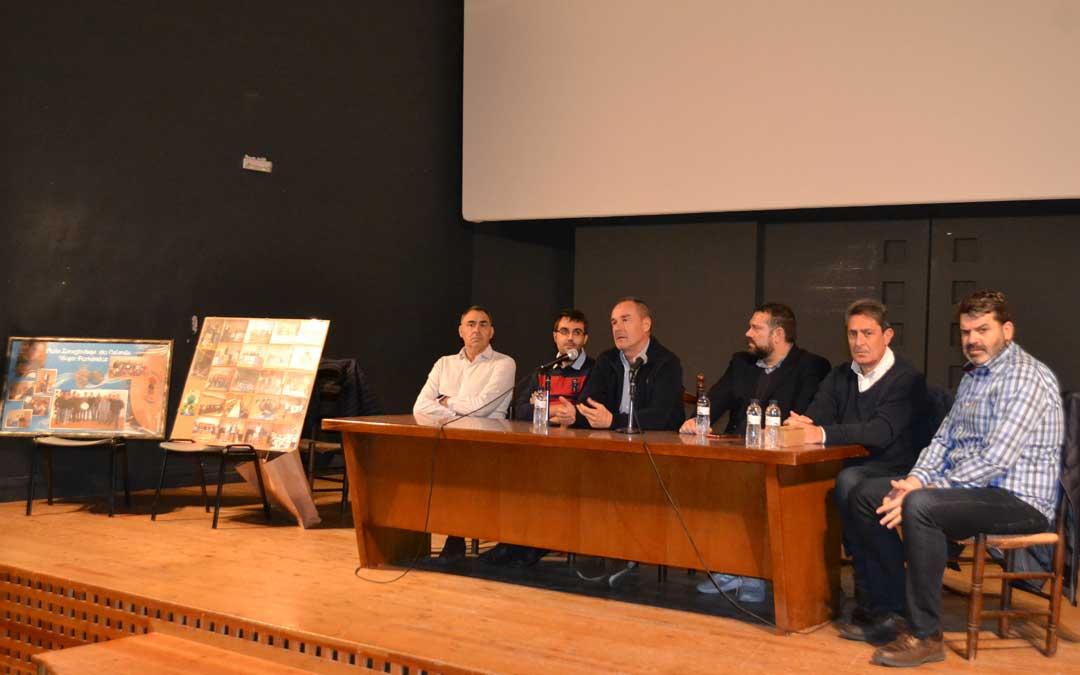La charla coloquio contó con varios participantes, entre ellos, Víctor Fernández