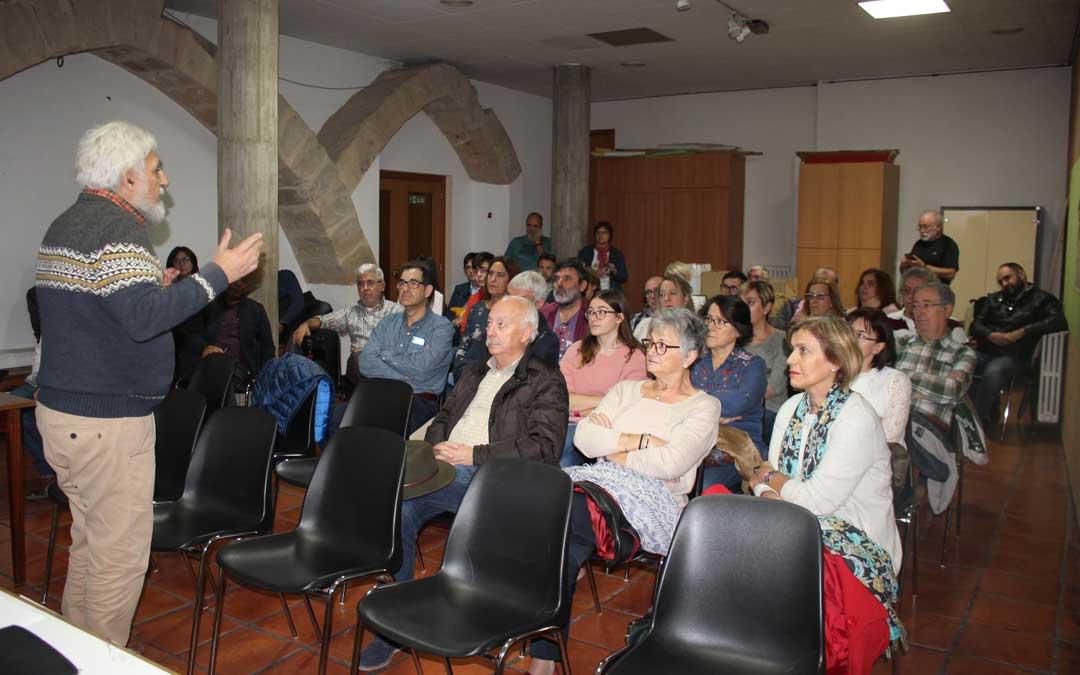 El nº 2 de la candidatura al Congreso, Manolo Gimeno, hablando a los asistentes al encuentro de este domingo en Alcañiz / L. Castel
