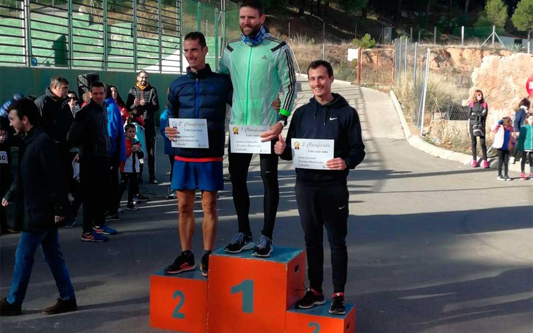 El podio de la categoría senior masculino con los tres.