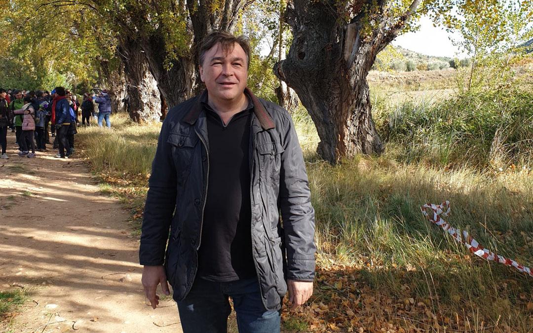 Tomás Guitarte, de Teruel Existe, participando en Berge en la XI Fiesta del Chopo Cabecero