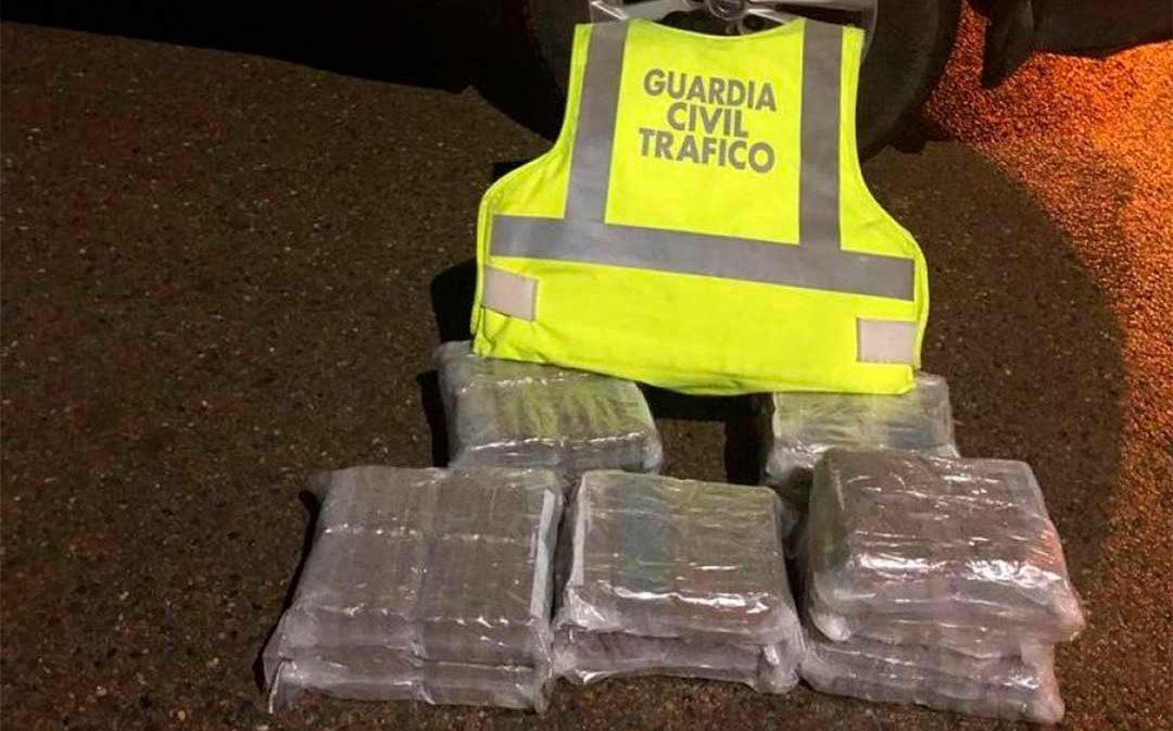 Detenido un camionero de Oliete que transportaba en una maleta 22 kilos de hachís
