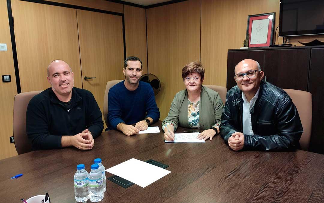 Firma del convenio entre el Ayuntamiento de Caspe y el IES Mar de Aragón