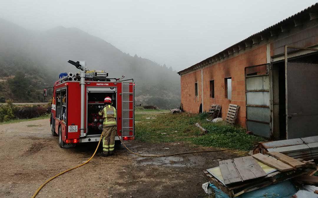 Sofocado un incendio en una explotación ganadera en Luco de Bordón