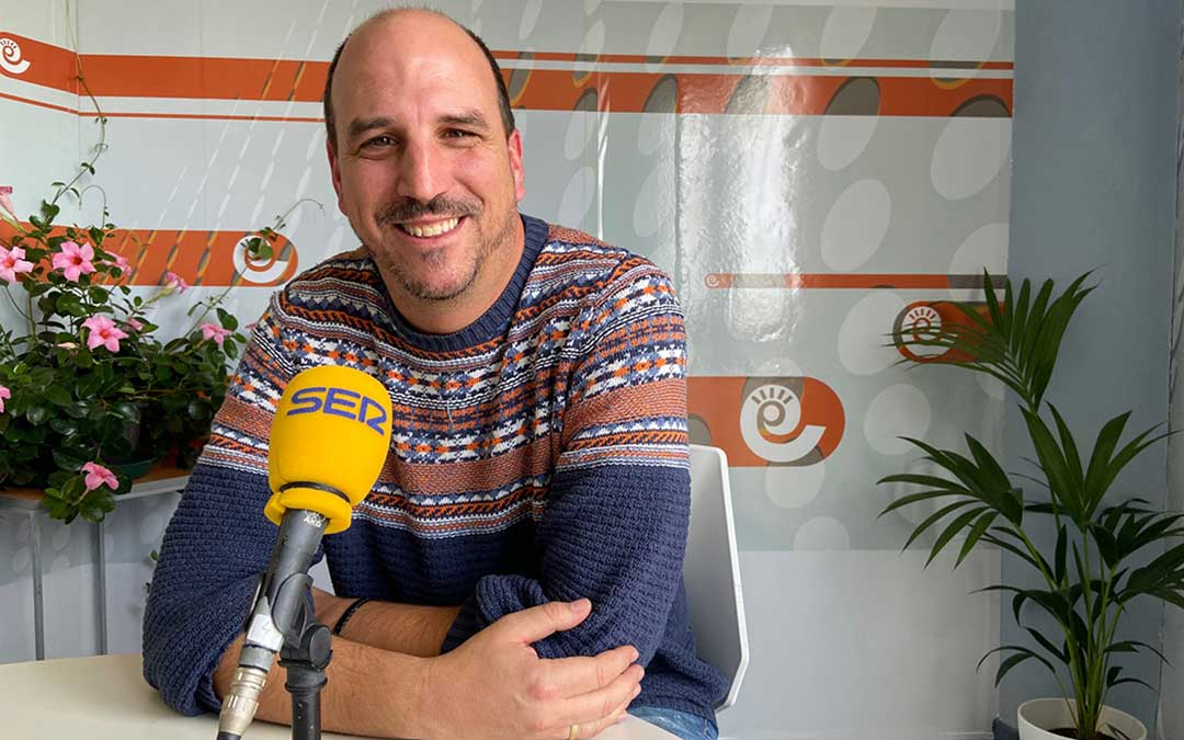 Joaquín Egea durante la entrevista en Radio La Comarca./ A.M.