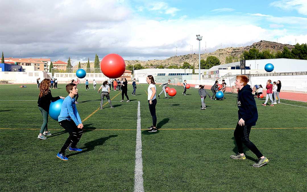 Primera jornada ConviDxt6+1 este jueves en la Ciudad Deportiva Municipal de Santa María en Alcañiz./ Ayuntamiento de Alcañiz