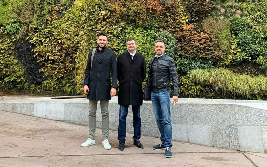 Luis De Cristóbal, Joaquín Noé y Roberto Miguel este lunes entre dos de las reuniones que han tenido en Madrid