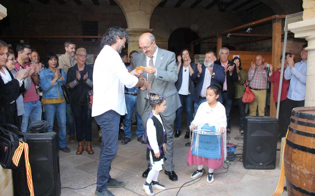 Inauguración de la feria este sábado por la mañana con el alcalde Guarc y el presidente de la Diputación Rando / L. Castel