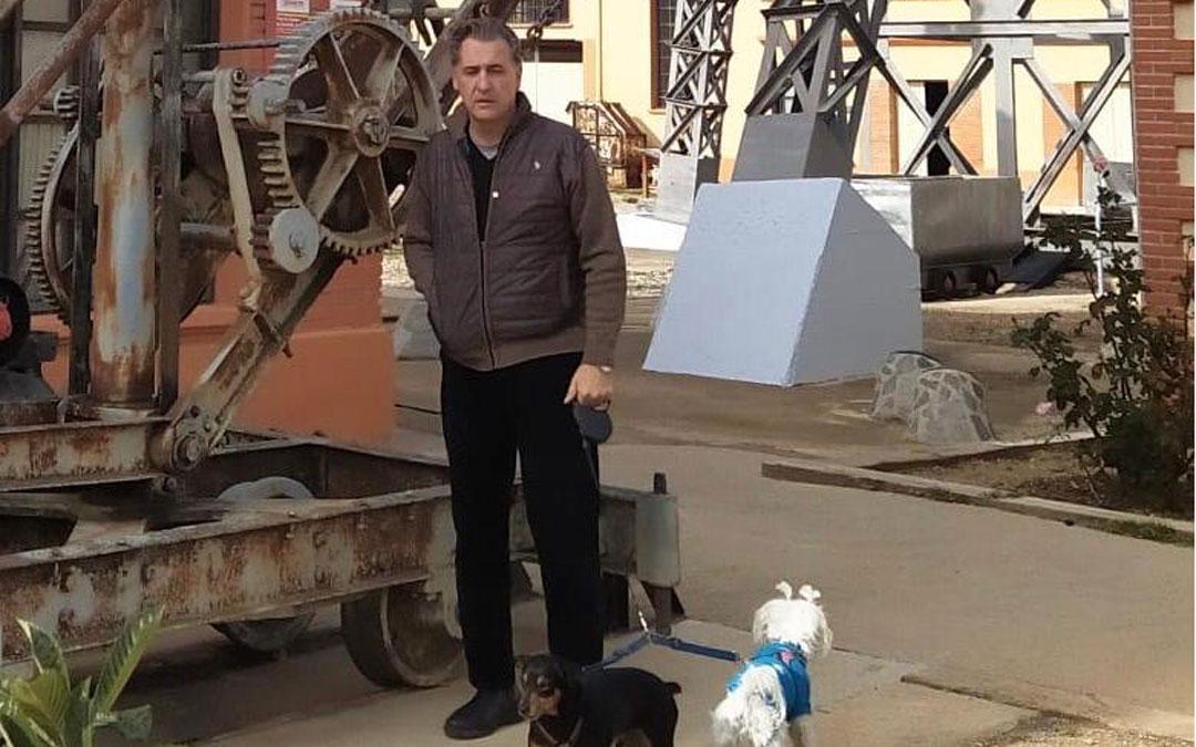 Joaquín Moreno, Ciudadanos, paseando a sus perros por el Parque Minero de Utrillas
