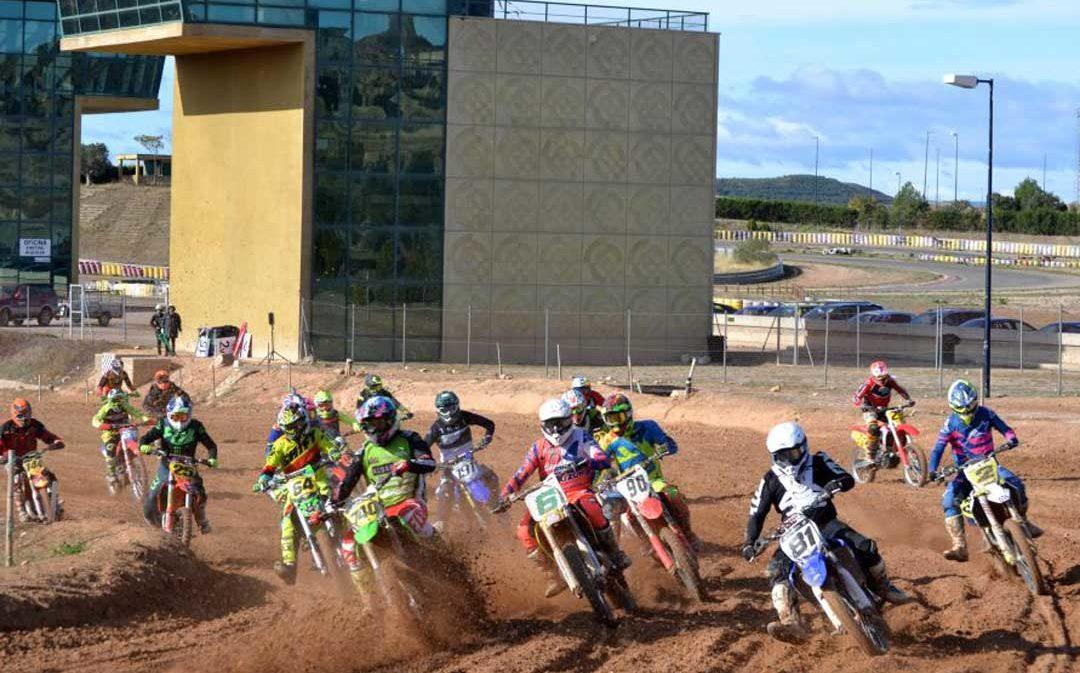 Más de 70 pilotos participan en el campeonato de Cross de Aragón disputado en Motorland