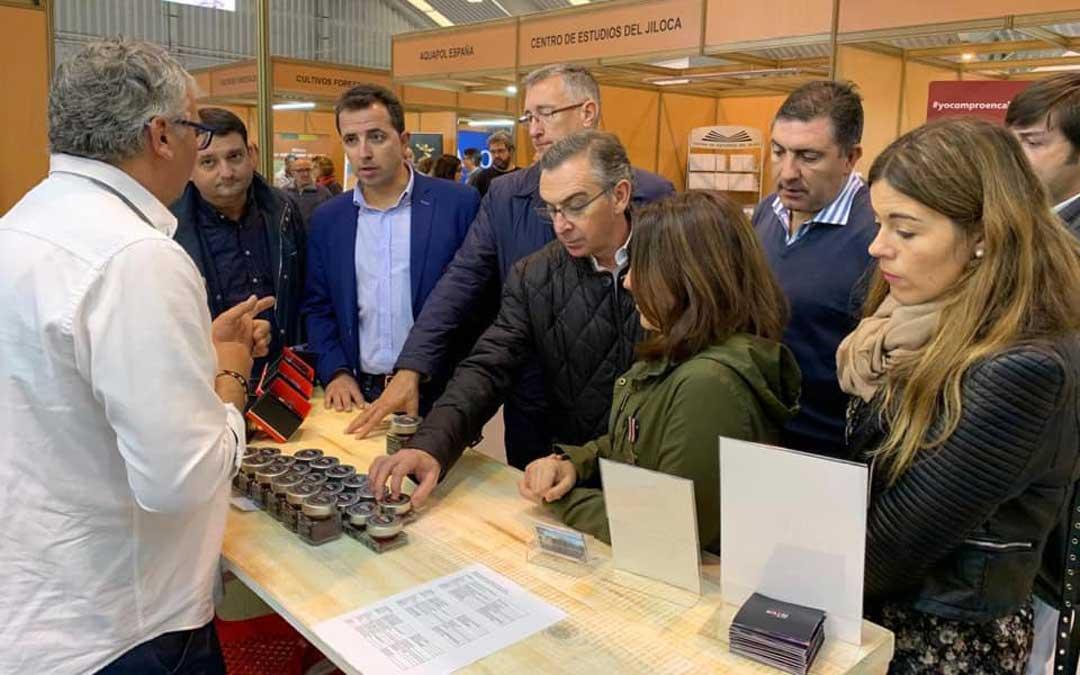 Alberto Herrero junto a Beamonte y otros compañeros de la candidatura, este viernes, en Calamocha / PP