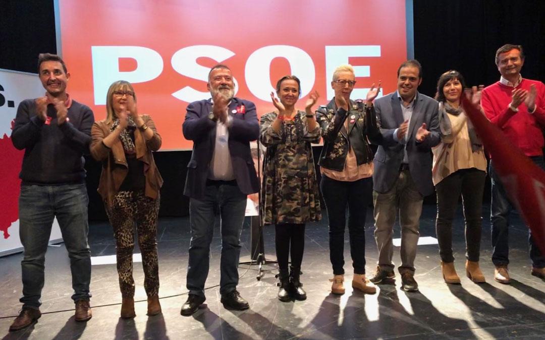 Herminio Sancho junto a Mayte Pérez, Antonio Amador y otros miembros de la candidatura este jueves en Andorra / PSOE