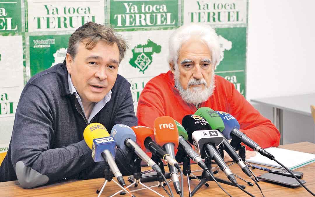 Joaquín Guitarte, diputado electo, y Antonio Gimeno, número 2 al Congreso ayer en rueda de prensa. Jorge Escudero / Heraldo de Aragón