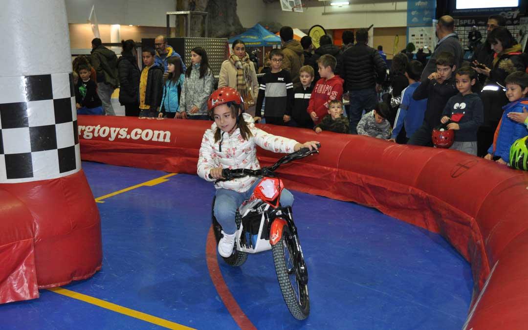 Durante la jornada previa al campeonato ha habido distintas actividades como motos eléctricas.