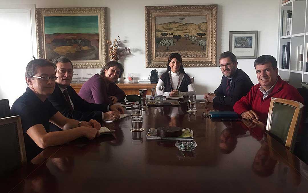 Encuentro entre la directora general, el alcalde de Alcañiz y técnicos estatales y locales en el Ministerio de Agricultura / Ayto. Alcañiz