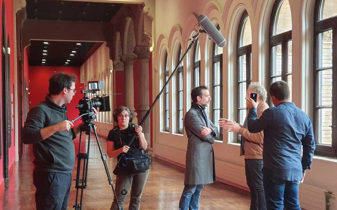 Último día de rodaje de 'Pierres Vedel' en el Paraninfo entrevistando al profesor de Toulouse, Pascal Julien.