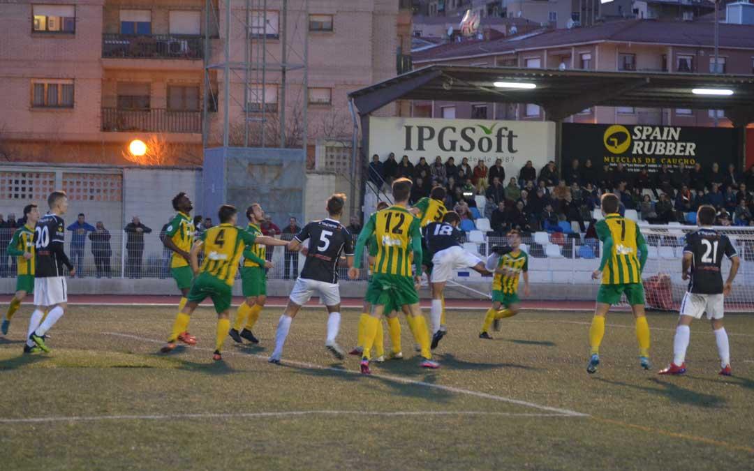 Una de las jugadas de ataque que el Alcañiz prodigó durante el segundo tiempo.
