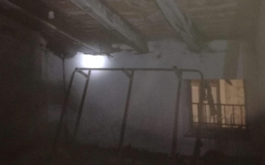 Interior de la buhardilla afectada por el incendio en la vivienda de Mirambel. DPT