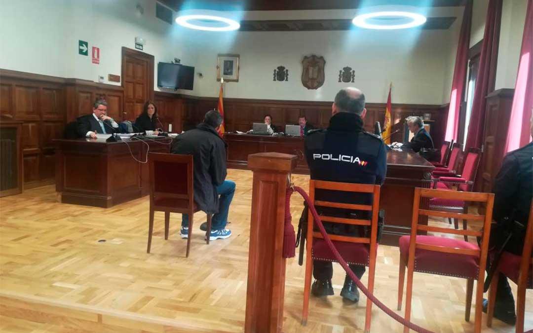 El acusado, en el juicio celebrado este jueves en la Audiencia Provincial de Teruel./ M. A. M.
