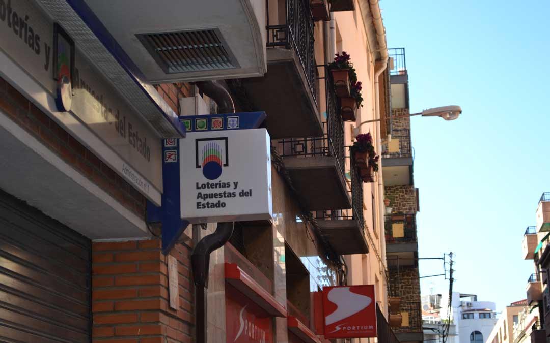 Administración Nº1 de Alcañiz donde llevan vendiendo décimos desde verano también a turistas que se los llevan a sus lugares de origen.