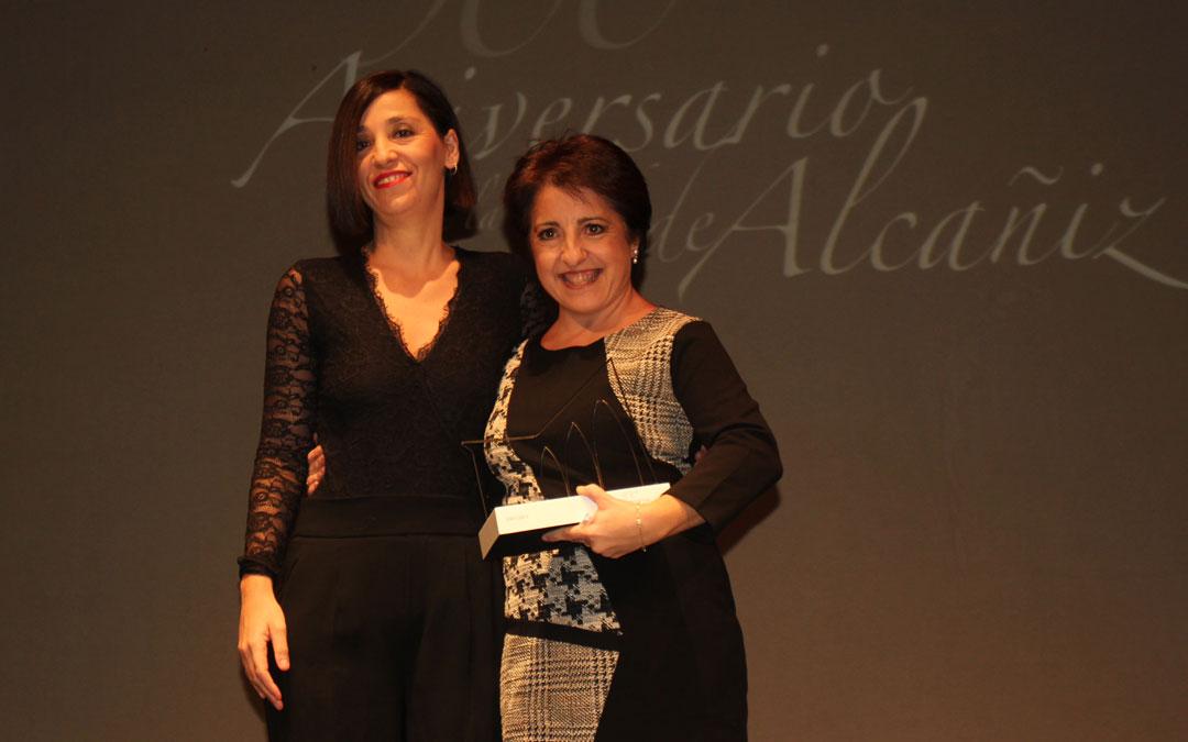 Amor Pascual (2007-2011) ha recibido su reconocimiento de manos de la concejal María Milián / L. Castel