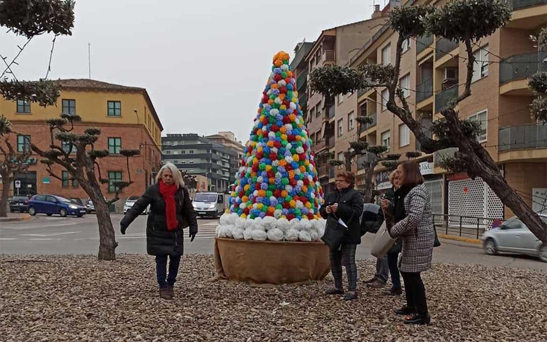 Árboles de Navidad reciclados en Caspe.