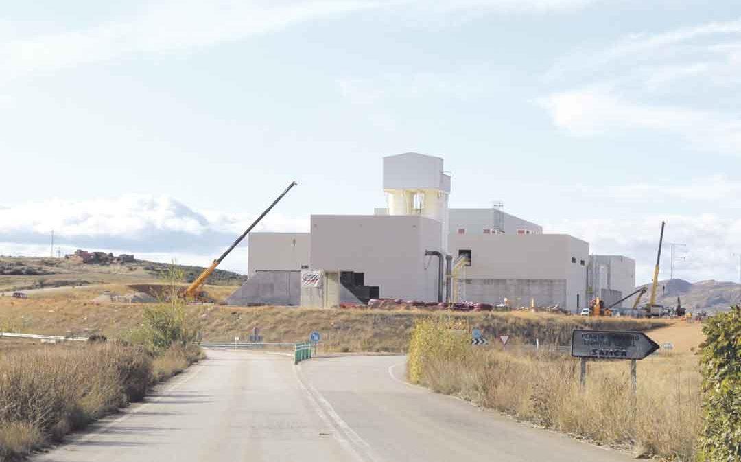 La planta de fertilizantes de Samca inicia su actividad en septiembre