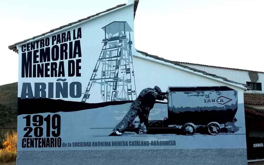 Fachada del centro de la memoria minera de Ariño elaborada por Joaquín Macipe. la comarca