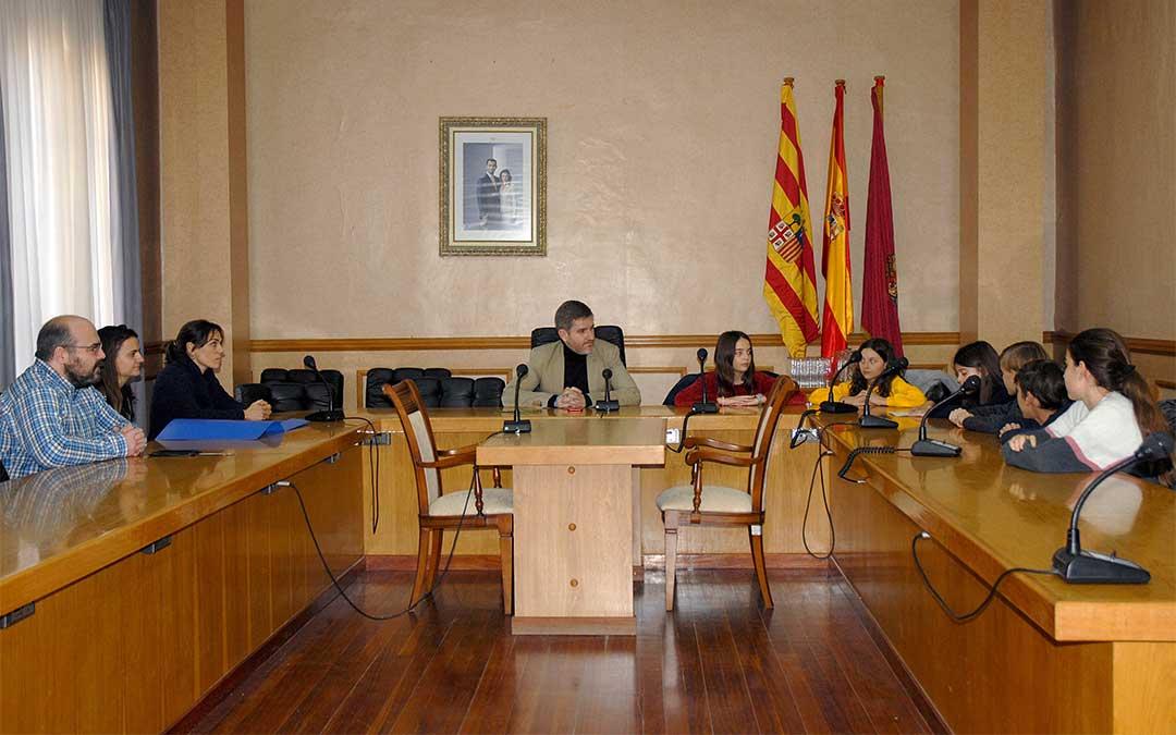 Visita de los alumnos de 6º del CEIP Emilio Díaz al Ayuntamiento de Alcañiz./ Ayto. Alcañiz