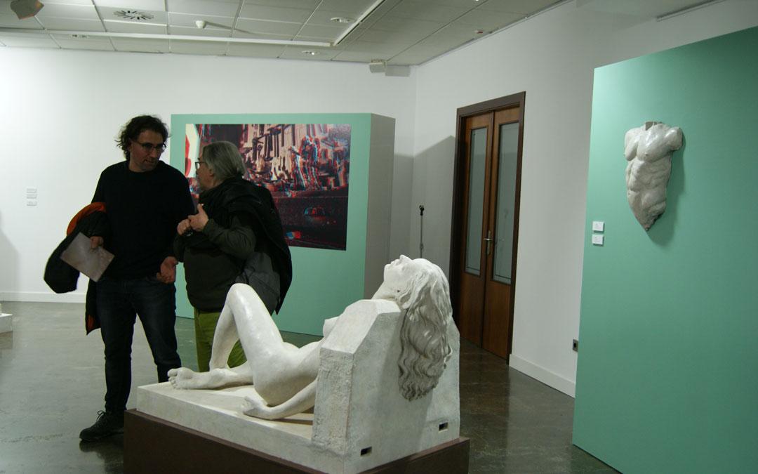 Dos esculturas y el panel en 3D ubicado en Barbastro. / B. Severino
