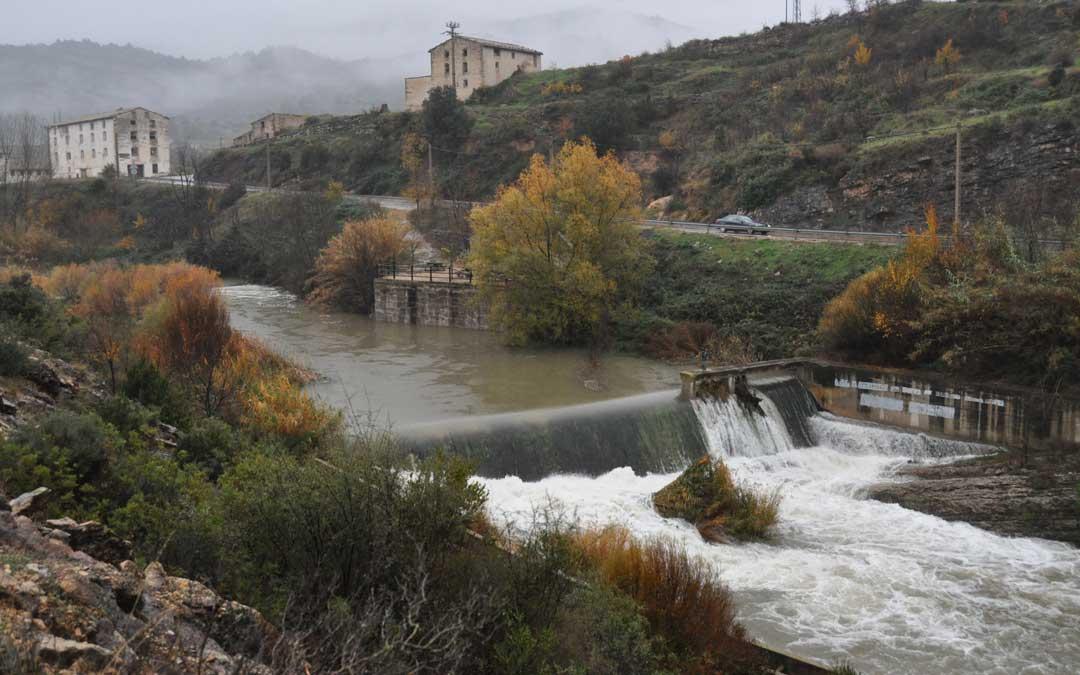 El río Matarraña registraba un caudal superior a los 10 m3/s a la salida de Beceite tras recibir las aguas del Ulldemó.