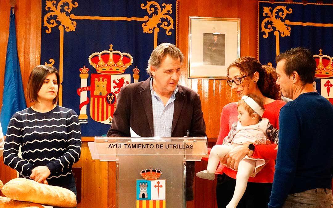 Utrillas entrega 1.000 euros a los bebés de 2019
