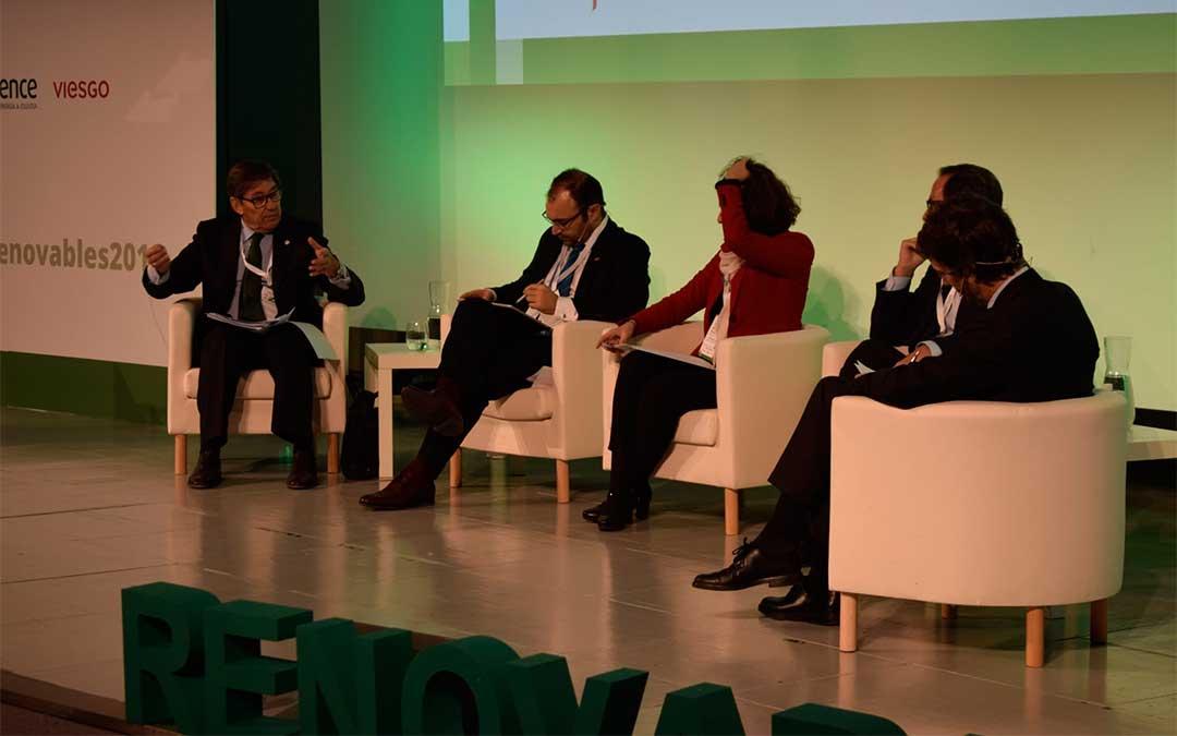 El vicepresidente y consejero de Industria, Competitividad y Desarrollo Empresarial, Arturo Aliaga, en el Congreso Nacional de Energías Renovables.