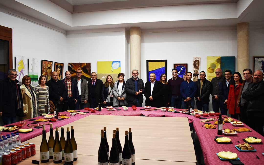 Consejeros comarcales y representantes municipales este jueves, durante la exposición.