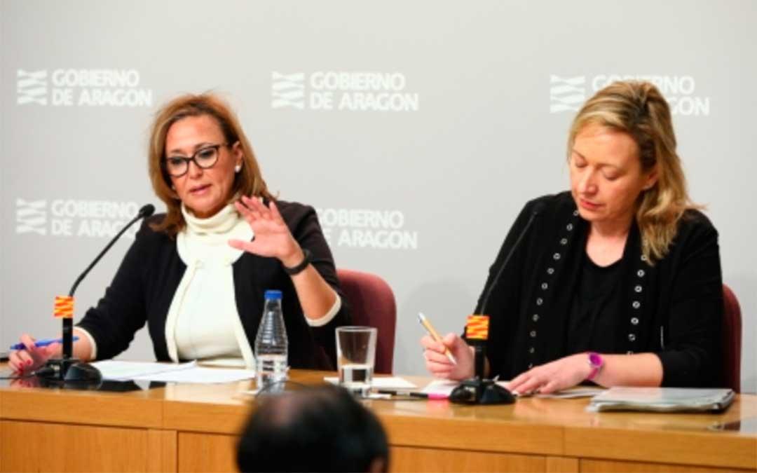 Mayte Pérez (izquierda) junto a la consejera Marta Gastón durante la rueda de prensa tras el Consejo de Gobierno./ DGA