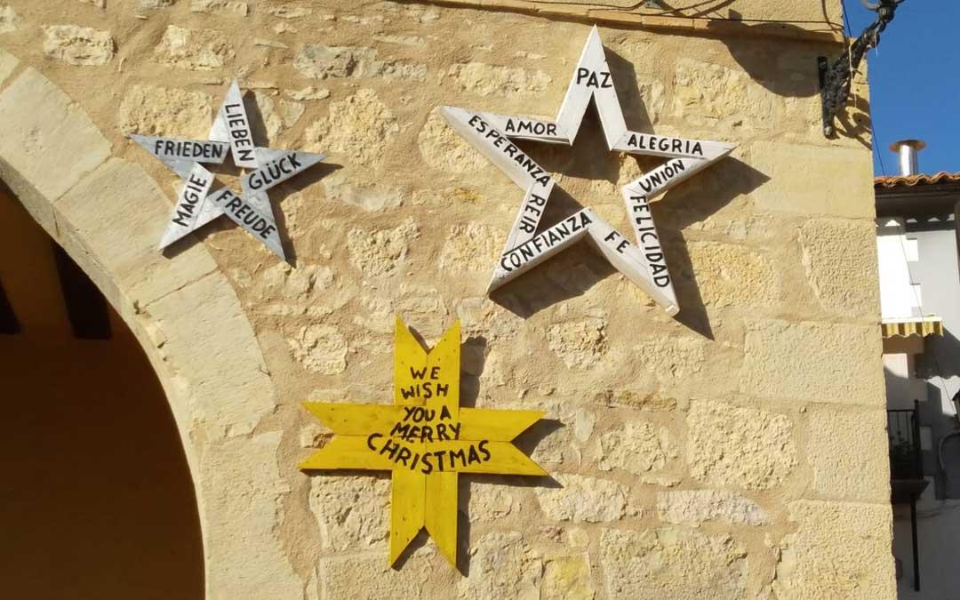 Detalle de las estrellas que felicitan la Navidad en Dos Torres.