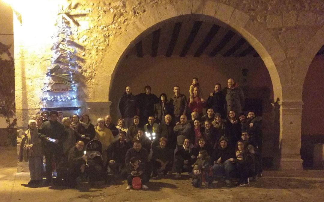 Foto final después de acabar de adornar Dos Torres por Navidad.