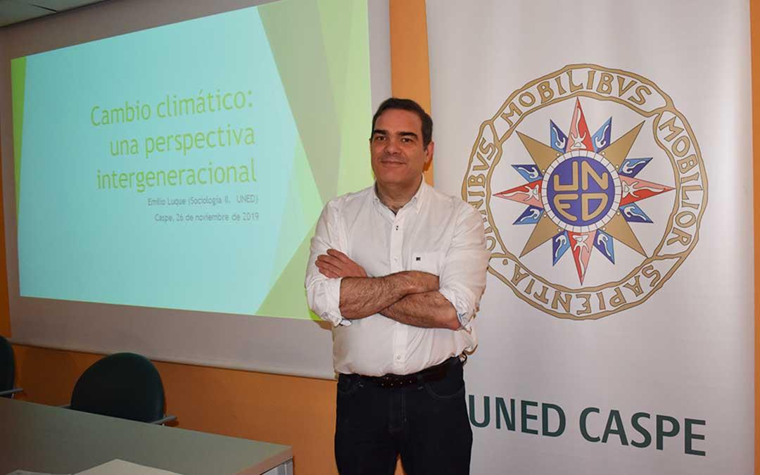 El profesor Emilio Luque en la inauguración del curso de la UNED, en Caspe.